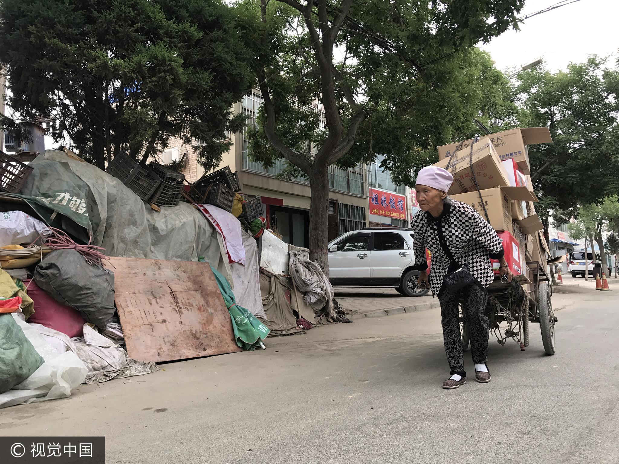 72岁老人蜗居街头9年 捡废品赚钱为儿治病 - 周公乐 - xinhua8848 的博客