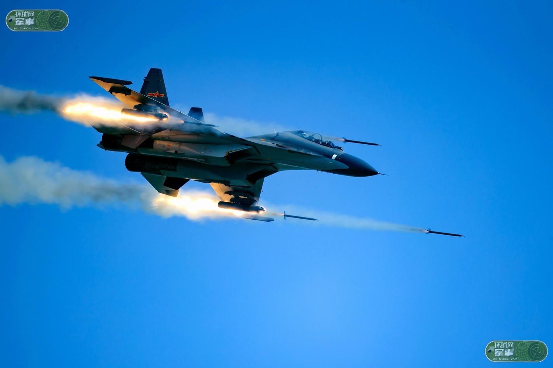 CR7RBIB54T8E0001NOS Истребитель Су-30СМ нанес удар неуправляемыми ракетами