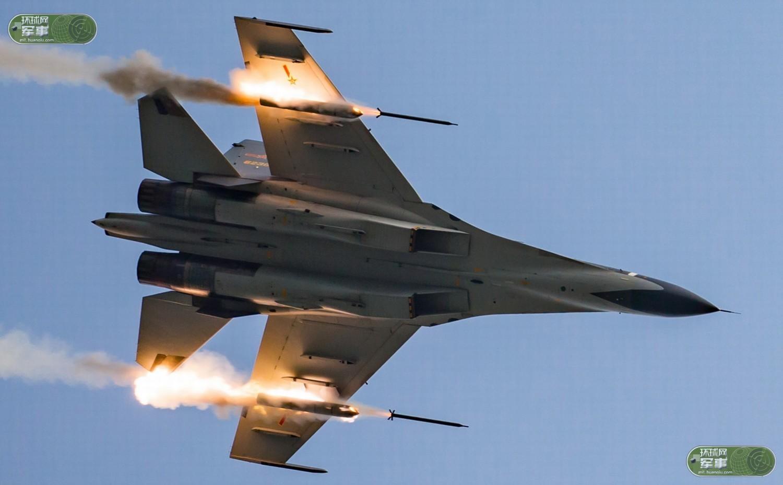 CR7RBIB64T8E0001NOS Истребитель Су-30СМ нанес удар неуправляемыми ракетами