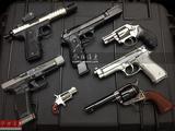各种经典自动手枪与转轮手枪(袖珍转轮手枪)的合影,哪把是您的最爱呢?