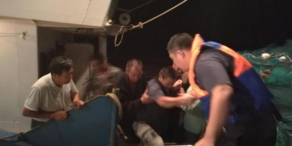 盐城海域两渔船相撞一船翻扣 4人失联