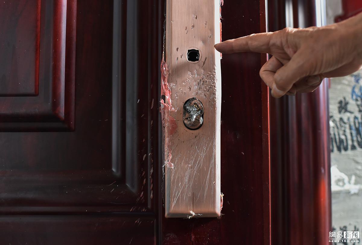 儿子儿媳为争房产 在父母门前摆花圈 - 周公乐 - xinhua8848 的博客