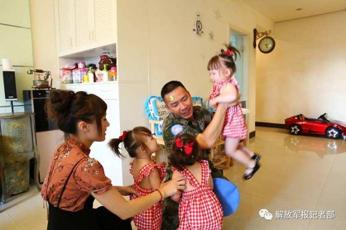 他要去非洲维和 3胞胎女儿大哭不让走 - 周公乐 - xinhua8848 的博客