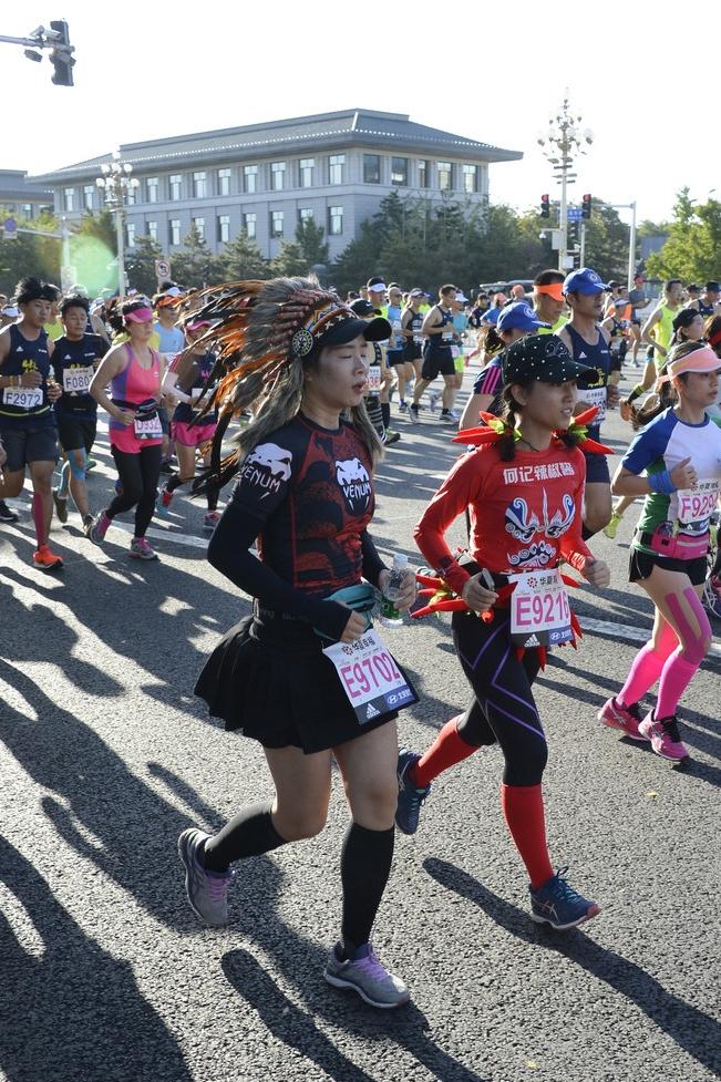 北京马拉松惊现各路奇葩 造型 - 周公乐 - xinhua8848 的博客