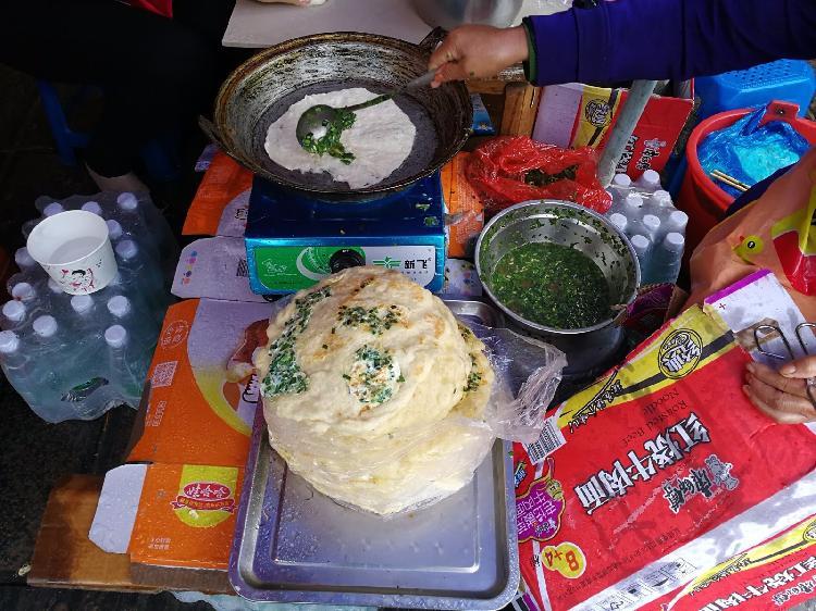 大妈在景区卖煎饼 黄金周每日进账8千元 - 周公乐 - xinhua8848 的博客