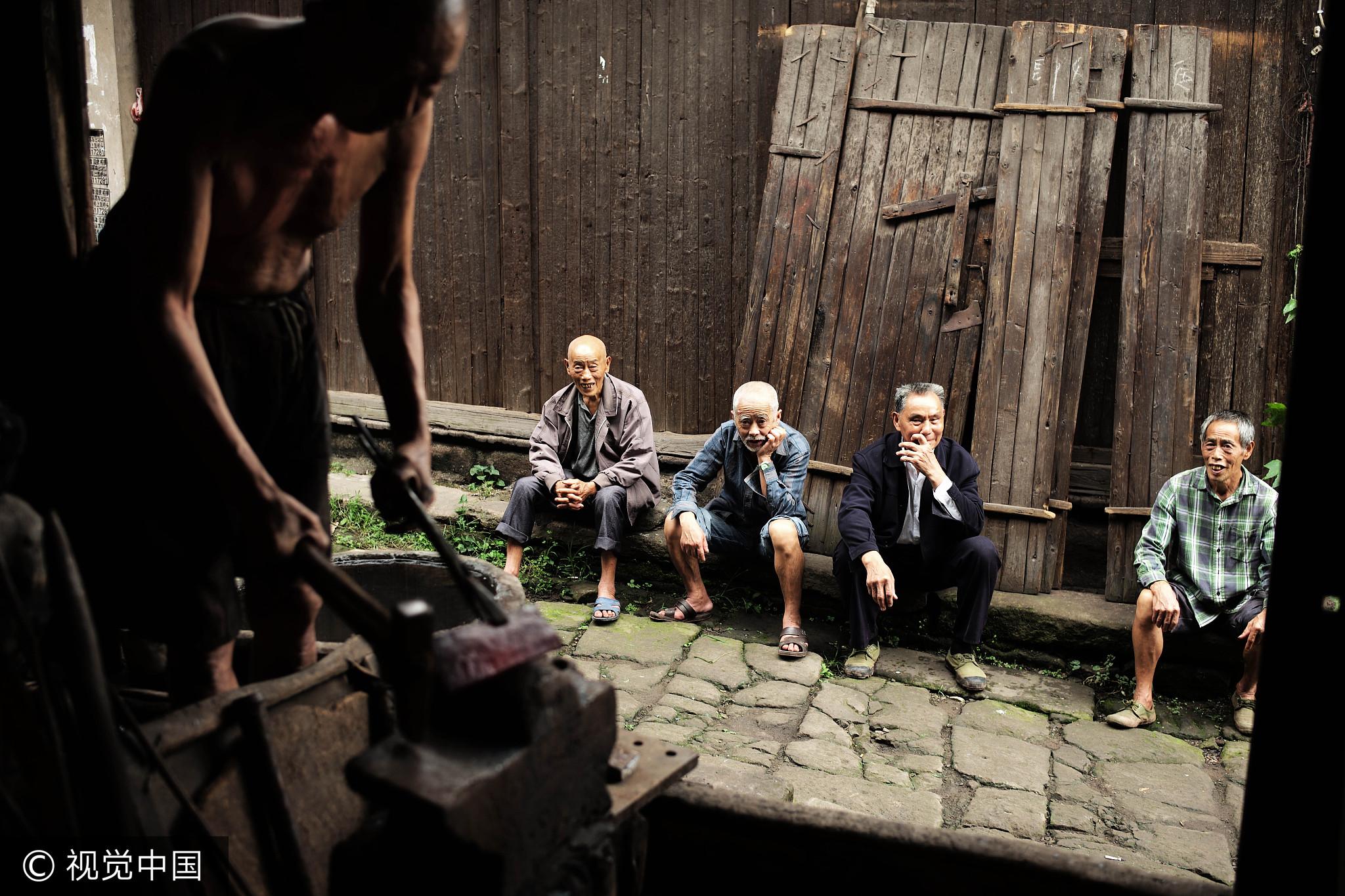 七旬老人打铁55年 称要打到抡不动铁锤为止 - 周公乐 - xinhua8848 的博客
