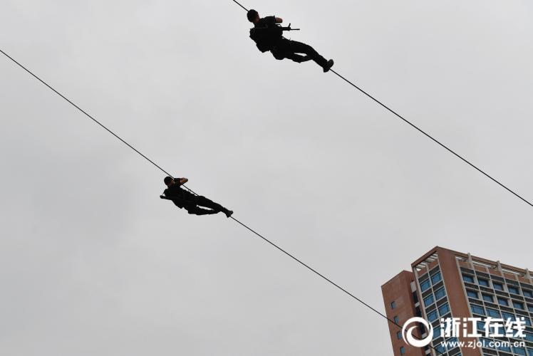 浙江最强开学礼:直升机护航 反恐突击队出动 - 周公乐 - xinhua8848 的博客