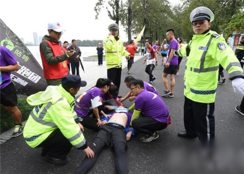 男子跑马拉松心脏骤停 多名选手弃赛救援 - 周公乐 - xinhua8848 的博客