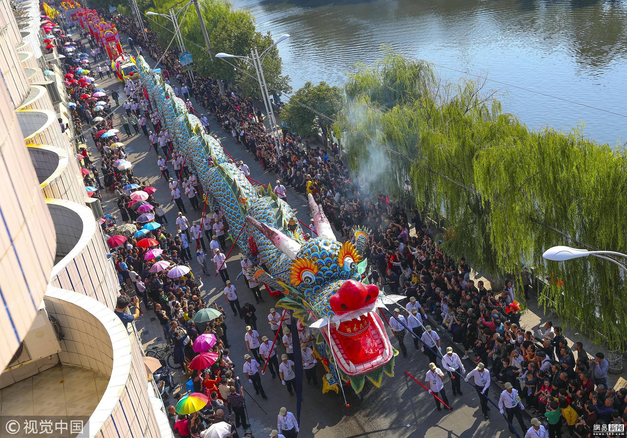 居民庆建城630周年 抬63米巨龙巡游 - 周公乐 - xinhua8848 的博客