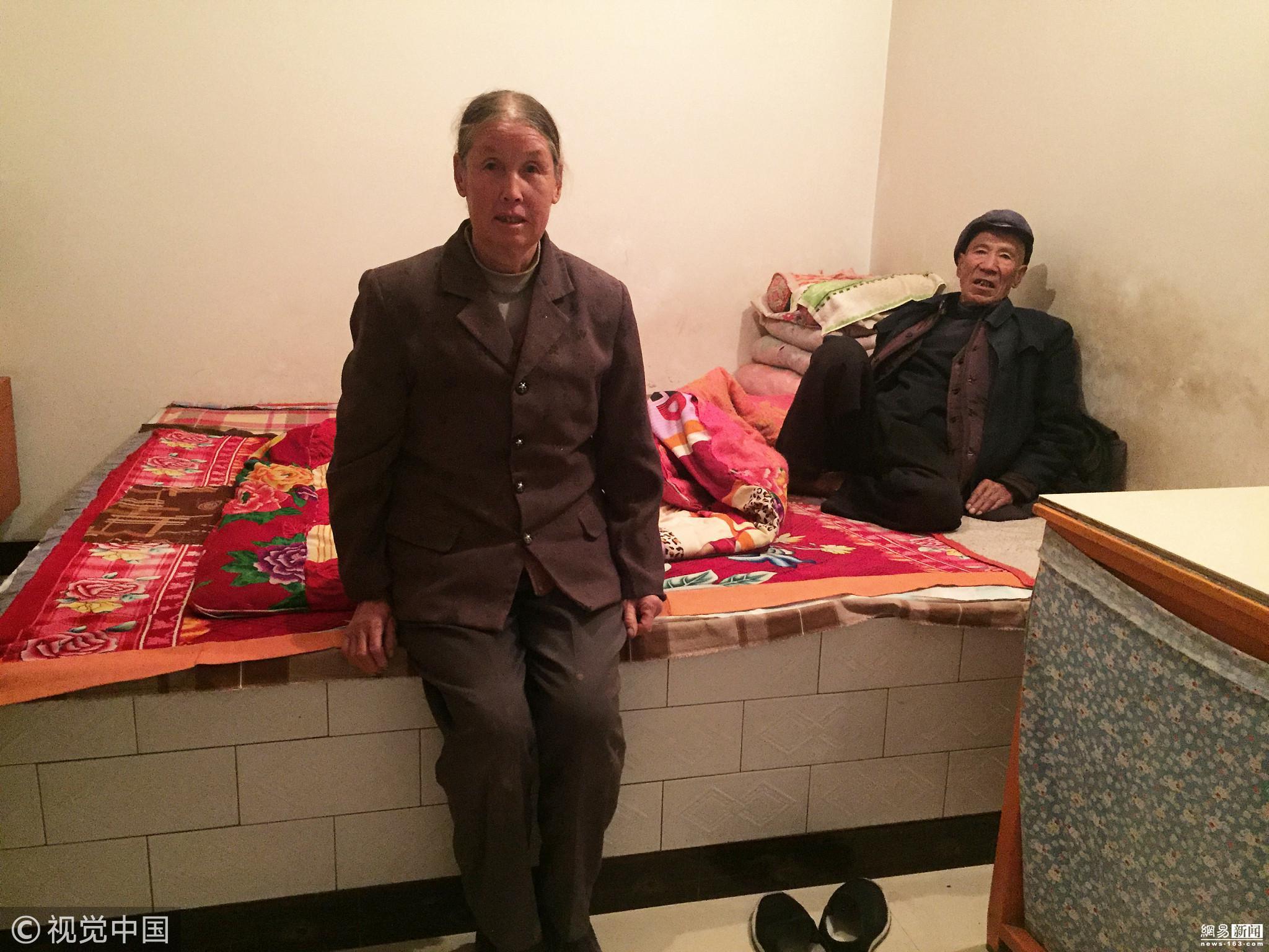 老人为给老伴看病 跪地日捡百合千斤 ! - 周公乐 - xinhua8848 的博客