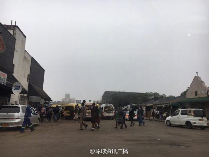 政局巨变后的津巴布韦首都街头 - 周公乐 - xinhua8848 的博客