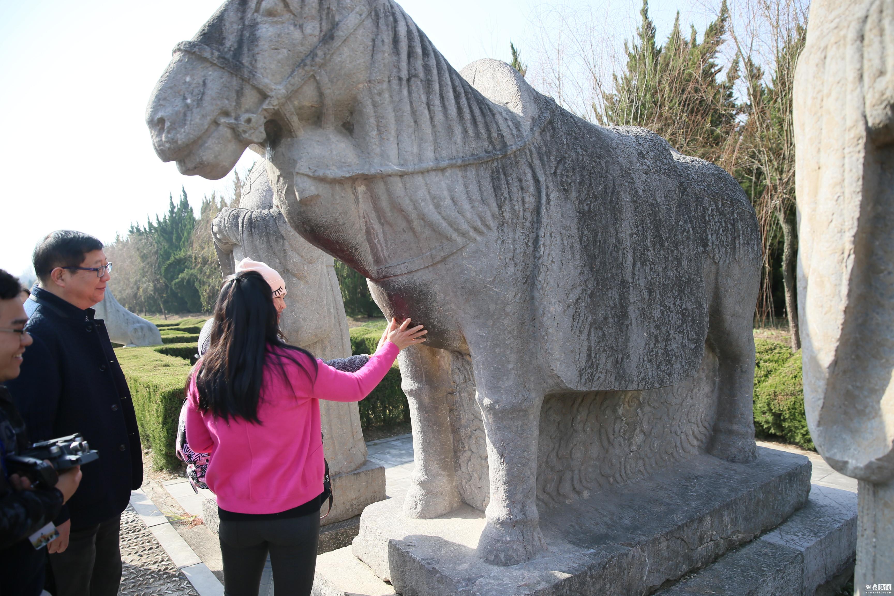 明皇陵现细腿石麒麟:刮了能生儿子 - 周公乐 - xinhua8848 的博客