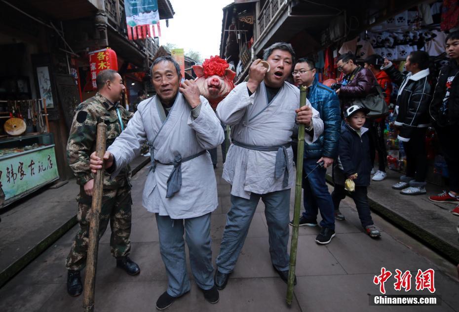 四川雅安年猪文化节:居民抬猪游行 - 周公乐 - xinhua8848 的博客