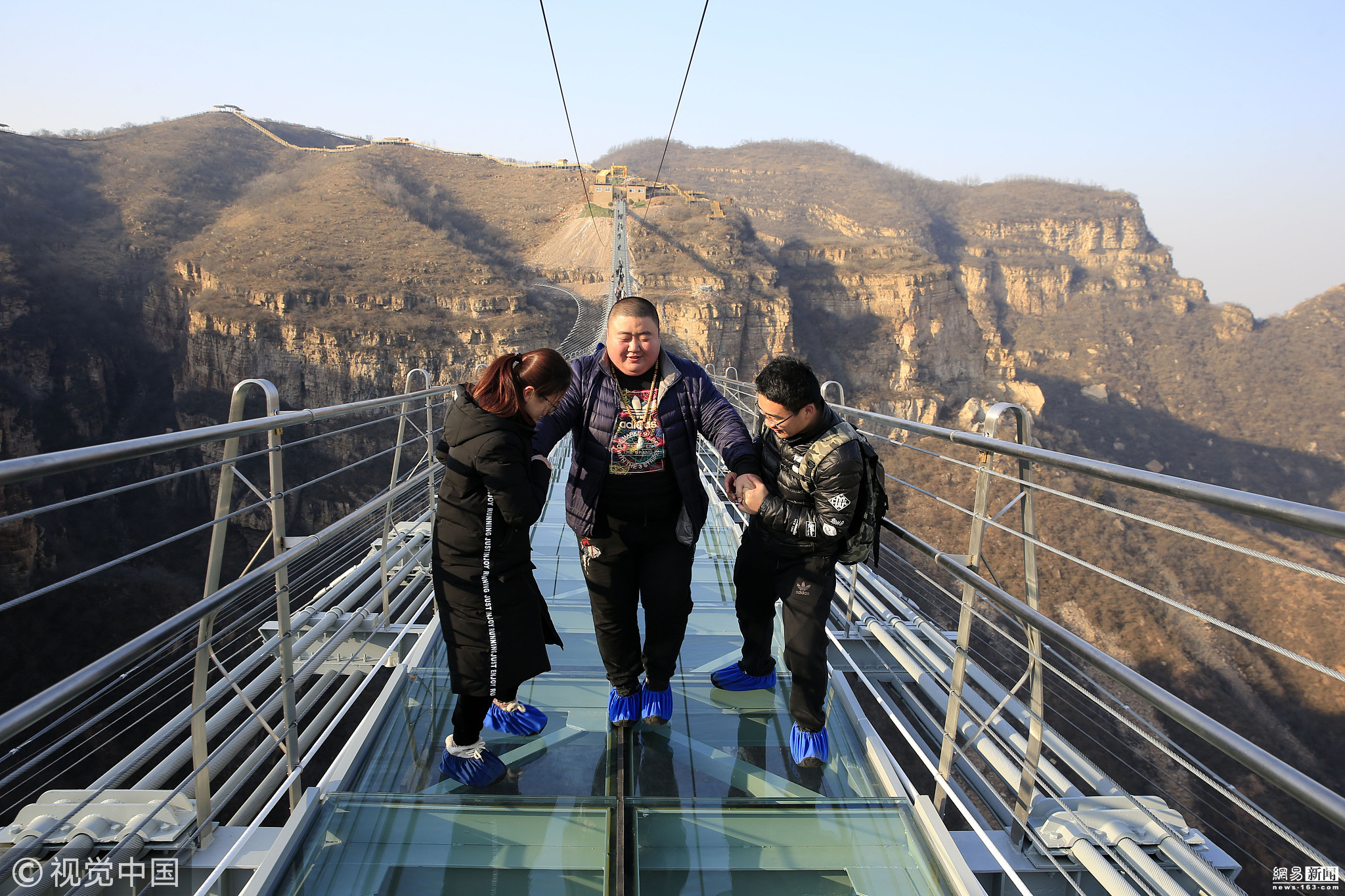 河北平山:全长488米悬跨式玻璃桥正式开放!!! - 周公乐 - xinhua8848 的博客