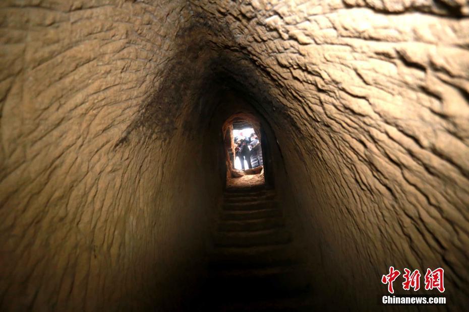 河南男子耗时7年掘洞挖出水井 深100多米 !!! - 周公乐 - xinhua8848 的博客