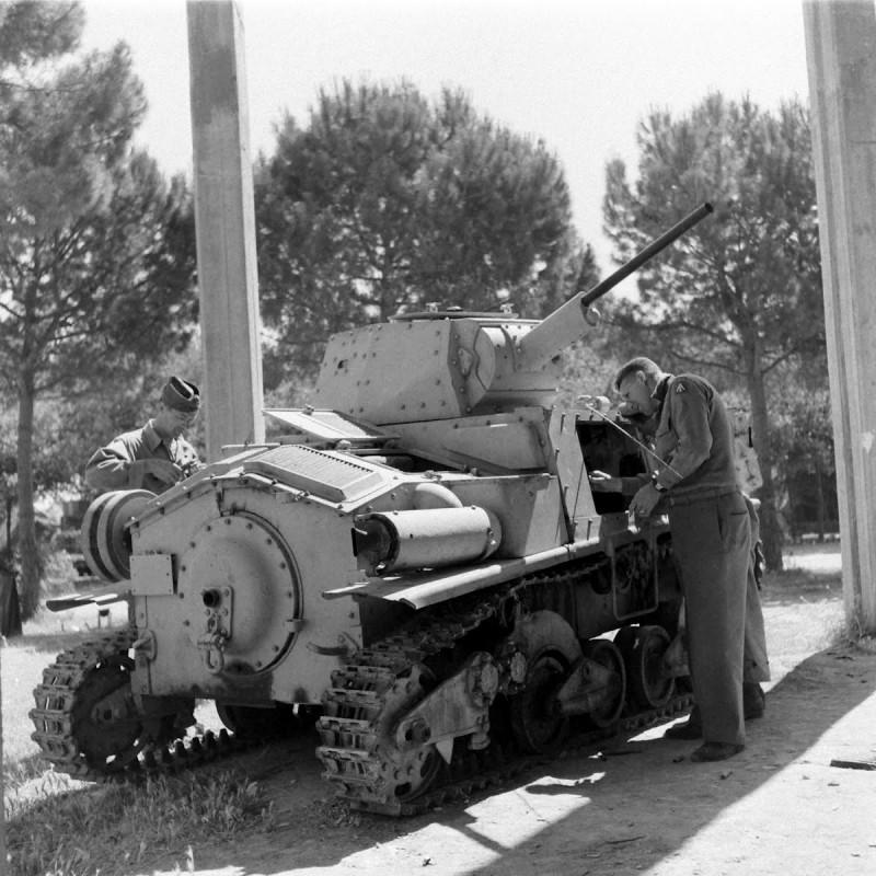 二战时被美军俘虏的意大利小坦克