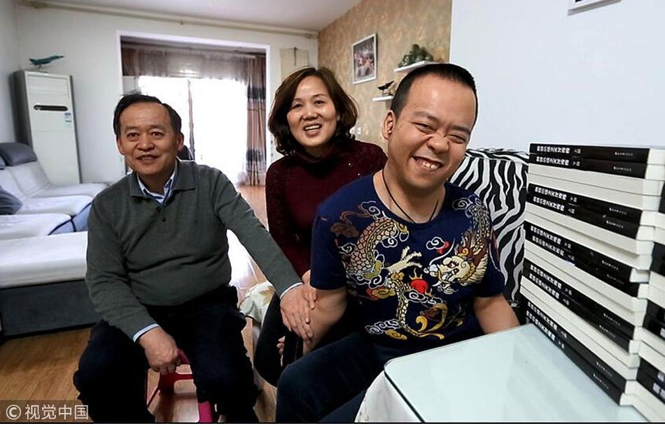 脑瘫儿13年写出68万字小说 现已出版1000册!!! - 周公乐 - xinhua8848 的博客