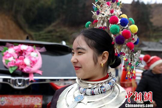 广西三江侗族新娘回门 送亲队伍挑酒肉同行!!! - 周公乐 - xinhua8848 的博客