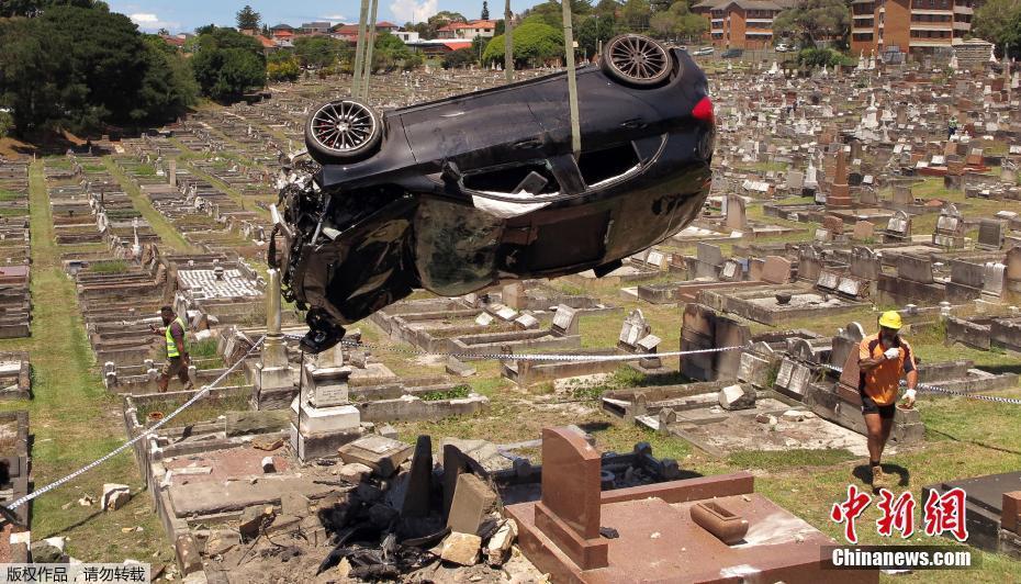 酒驾者开车闯入墓地致15座墓碑被毁 ! - 周公乐 - xinhua8848 的博客