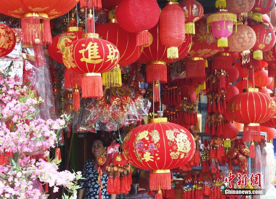 中国小年柬埔寨街头挂满大红灯笼 - 周公乐 - xinhua8848 的博客