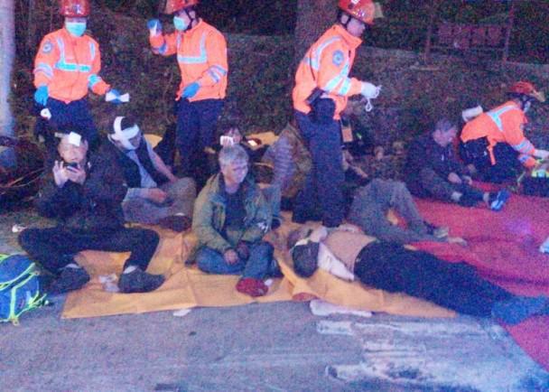 香港巴士侧翻已致19死 车身严重损毁! - 周公乐 - xinhua8848 的博客