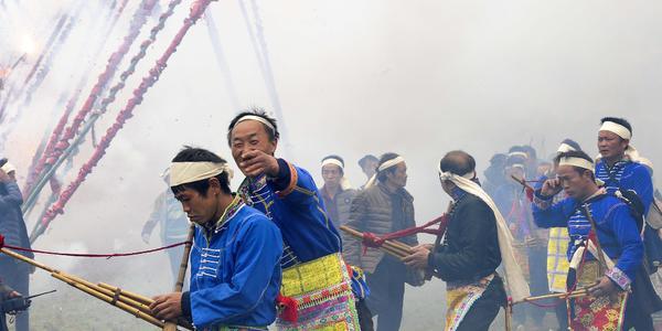 贵州苗族数百万响鞭炮齐鸣震撼山岳