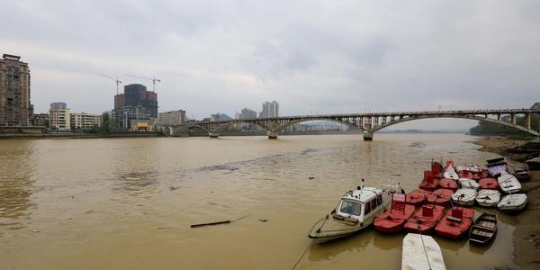 柳州迎首轮强降雨 珠江上游提前进入汛期