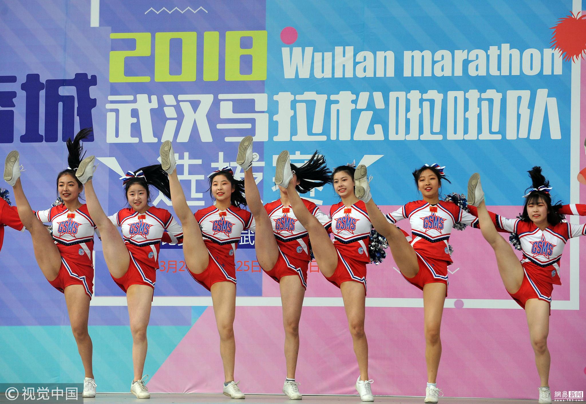 武汉选拔马拉松啦啦队 校花云集满屏长腿 - 周公乐 - xinhua8848 的博客