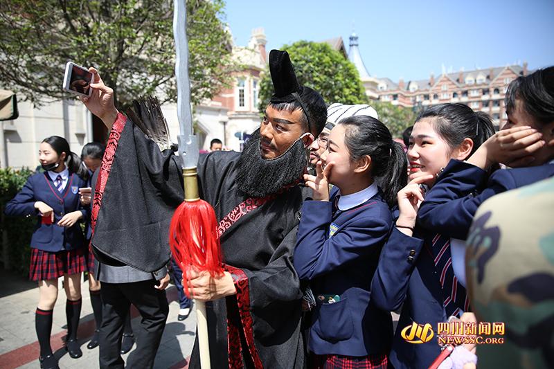 戏精老师玩穿越 同学:这样的历史课有意思!!! - 周公乐 - xinhua8848 的博客