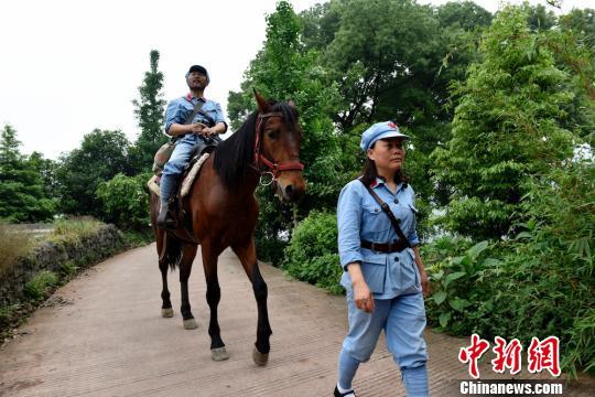 夫妇骑马重走长征路 计划历时一年走完全程 ! - 周公乐 - xinhua8848 的博客