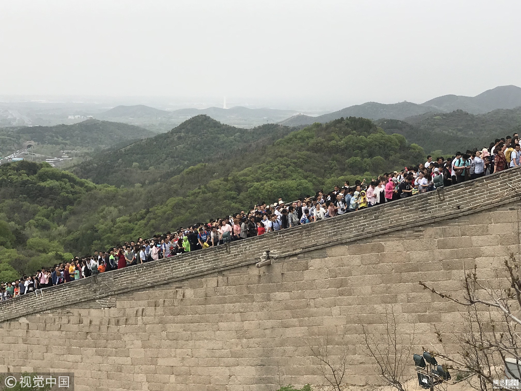 北京八达岭长城,游客如人海,行走艰难移步! - 周公乐 - xinhua8848 的博客