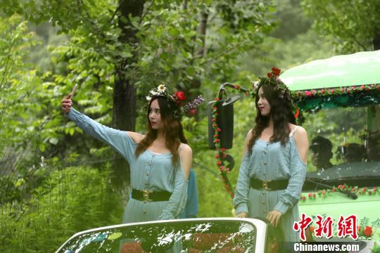 200双胞胎撞脸同框拍合影看懵观众! - 周公乐 - xinhua8848 的博客