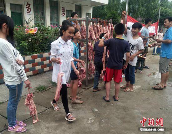 接地气!广西山区学校给优秀学生发3斤猪肉! - 周公乐 - xinhua8848 的博客