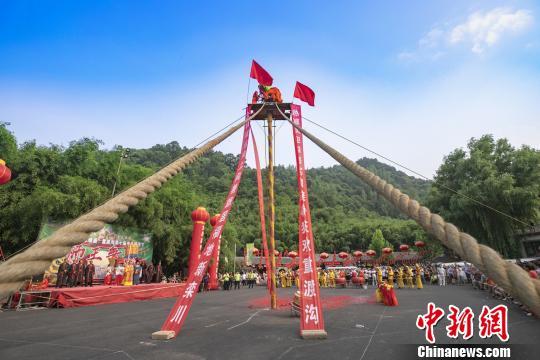 河南13米高台狮王争霸赛 场面惊险刺激! - 周公乐 - xinhua8848 的博客