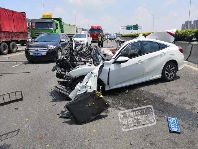 男子车祸脱身后拿千斤顶猛砸副驾 警方通报! - 周公乐 - xinhua8848 的博客