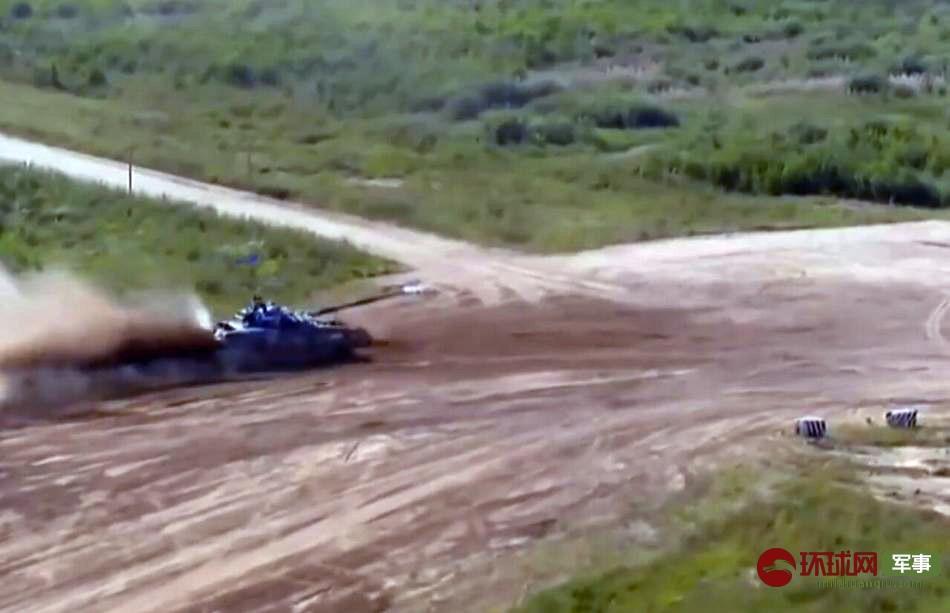 俄坦克履带脱落 依旧夺下第一