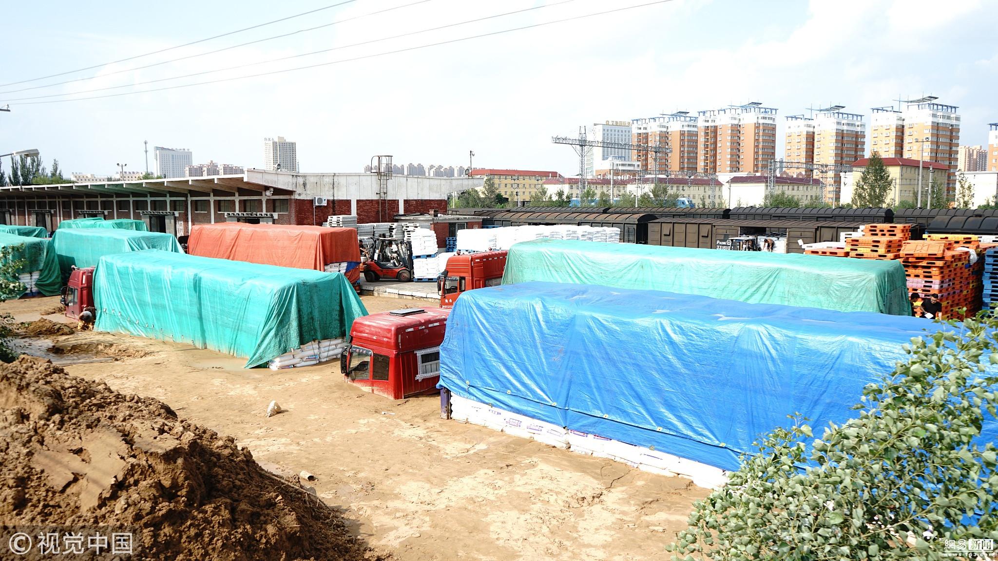 陕西榆林暴雨致城区内涝 货车被困淤泥中 - 长天秋水2 - 长天秋水 的博客