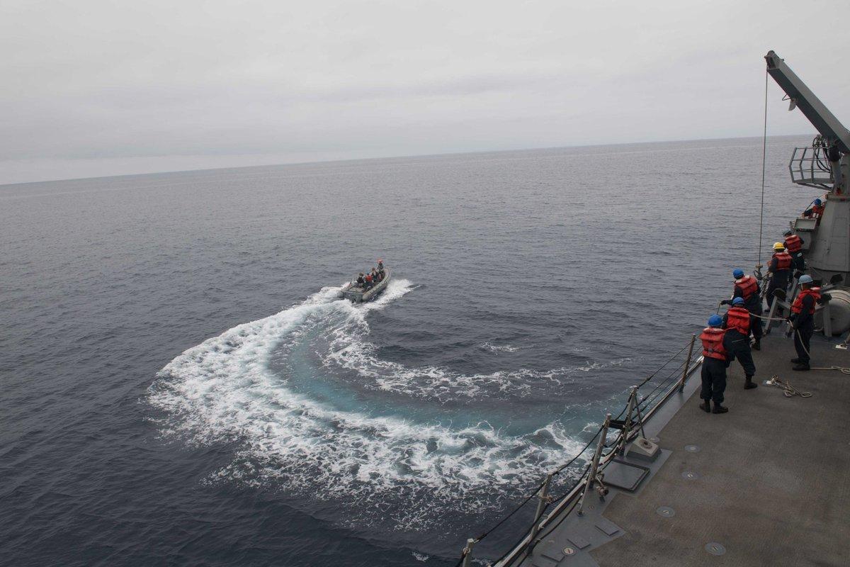 美海军航母和两栖战斗舰赴马来西亚演习