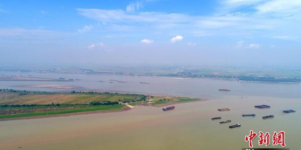 鄱阳湖提前进入枯水期 湖心滩涂显露