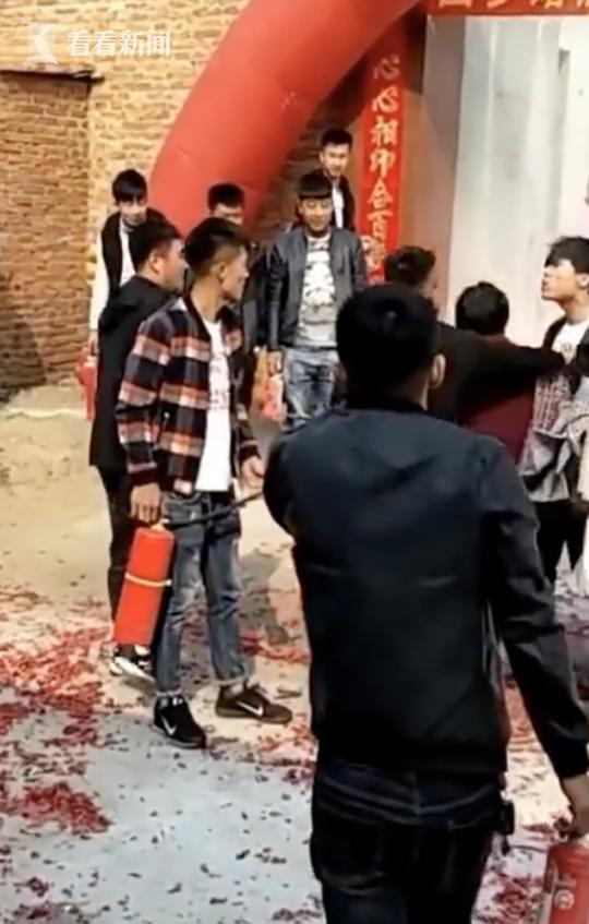 新人遭婚闹 被亲友团拿灭火器狂喷! - 周公乐 - xinhua8848 的博客