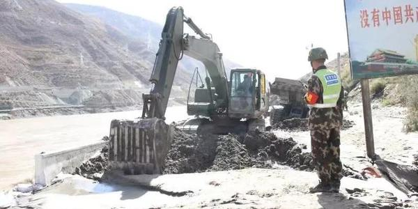 堰塞湖泄流致交通设施损毁 三省区正在抢通