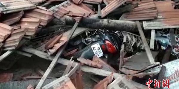 印度南部气旋风暴致数十死 雕塑被吹