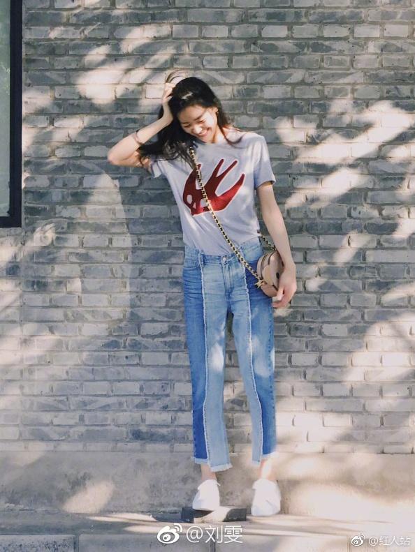 百搭大长腿 大表姐刘雯私服街拍美翻图片