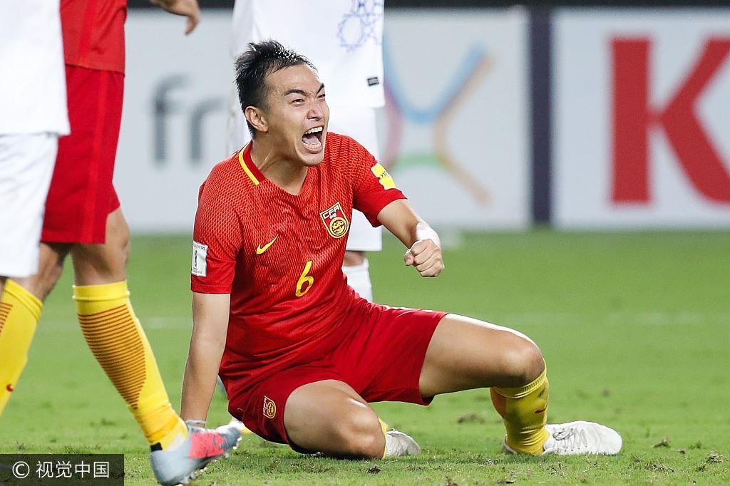 乌兹主帅:中国队疑假摔骗点 裁判左右了比赛胜负