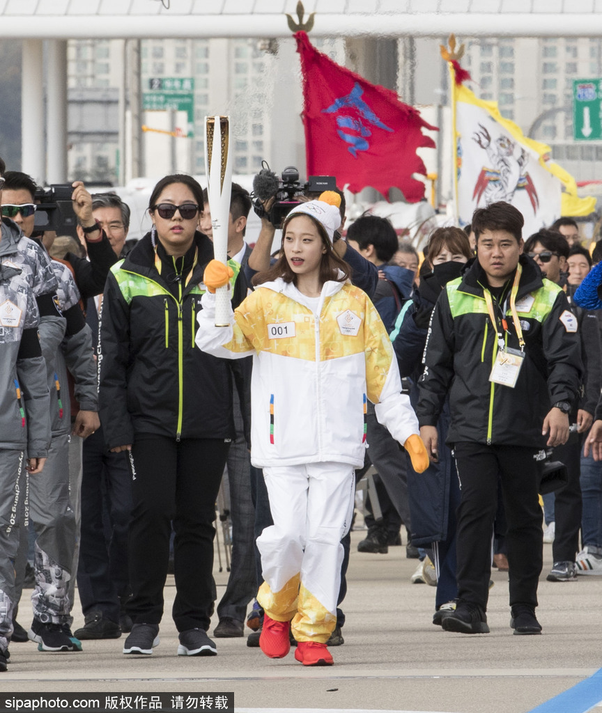 韩国火炬传递群星云集 美女裴秀智领衔开跑