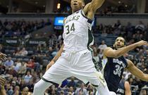 NBA常规赛:灰熊103-110雄鹿