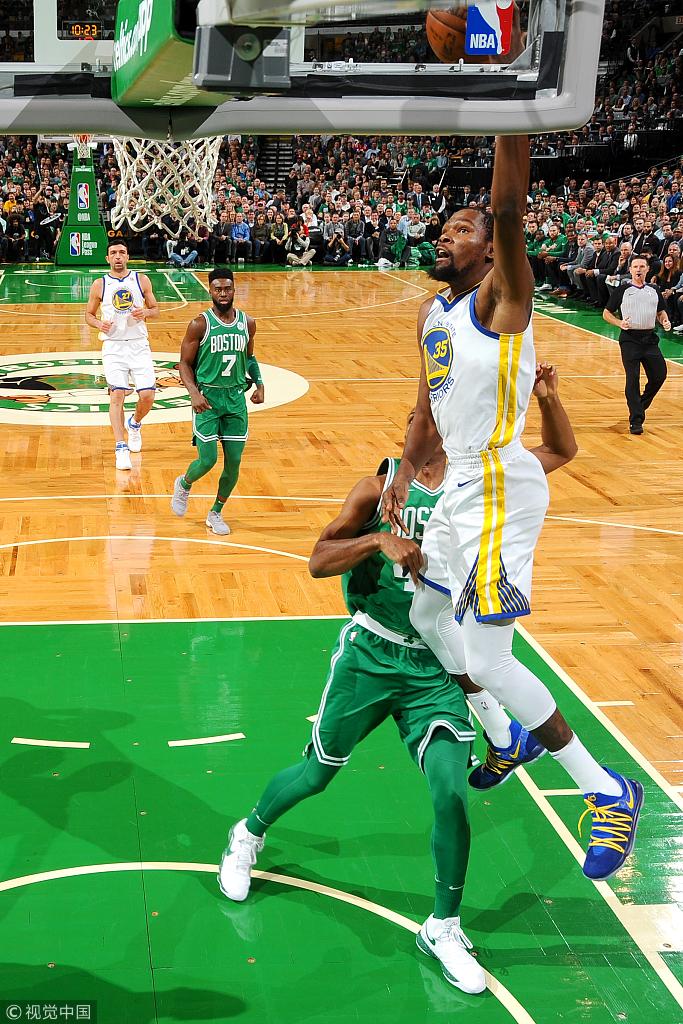 吹我犯規?杜蘭特給裁判瘋狂鼓掌,18中9卻仍失關鍵1投!(影)-Haters-黑特籃球NBA新聞影音圖片分享社區