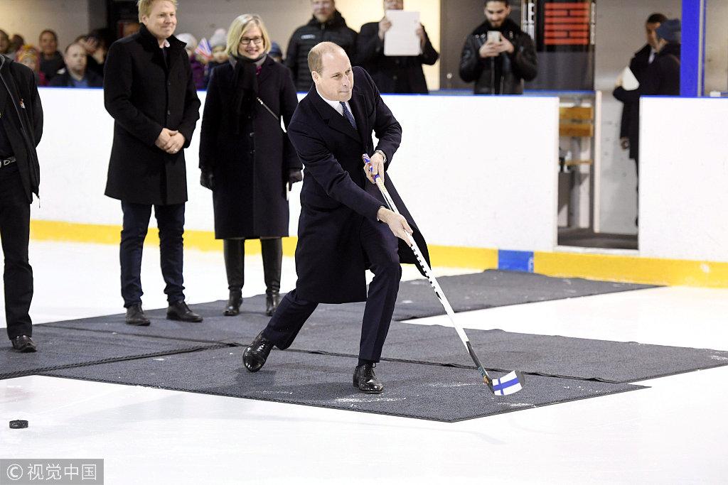 冰上王子什么样?威廉王子打冰球帅气十足
