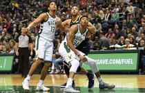 NBA常规赛:爵士100-117雄鹿