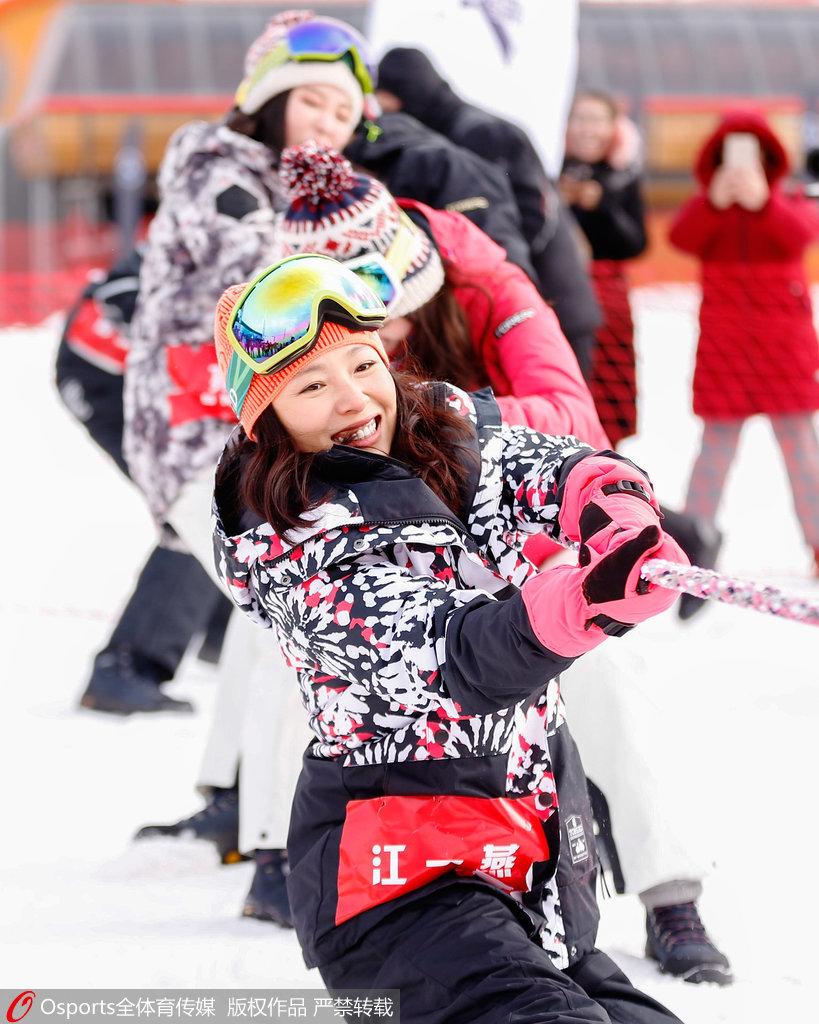 超级滑雪季邀请赛江一燕沙宝亮体验雪上运动